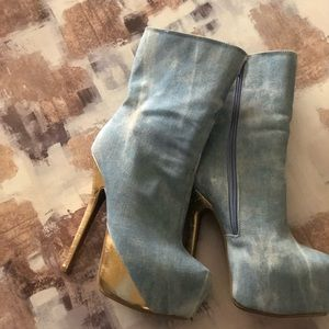 Very Stylish  healed Light jean color with gold